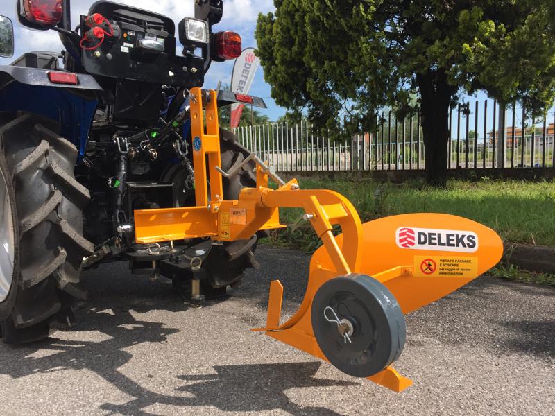 single-plough-for-tractors-as-iseki-kubota-dp-18