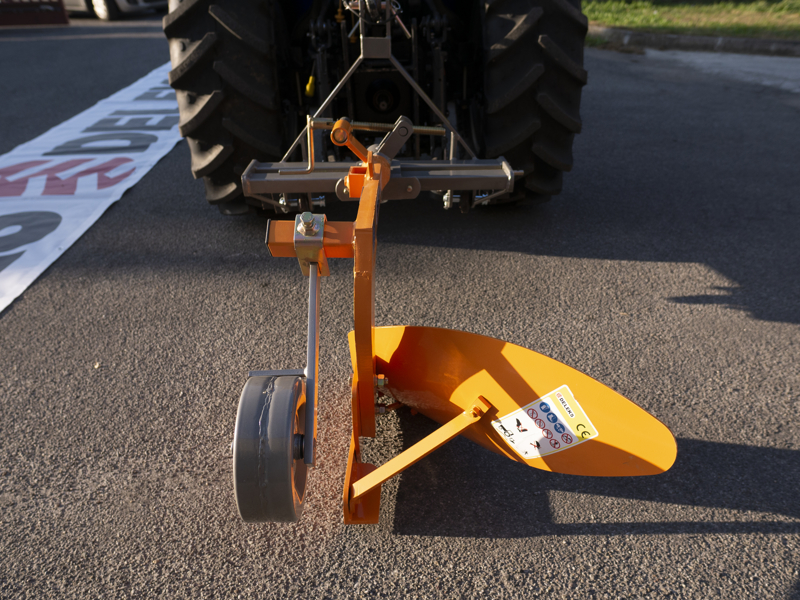 single-furrow-plough-with-wheel-for-narrow-tractors-dp-35