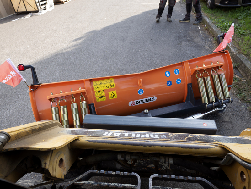 snow-plow-for-up-to-3-0-ton-skid-steer-loaders-ln-175-m