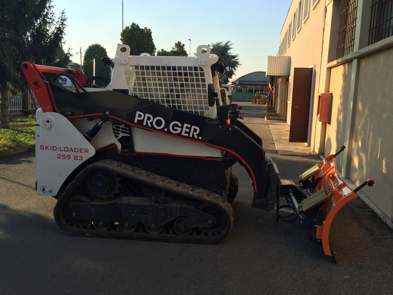 snow-plow-for-up-to-3-0-ton-skid-steer-loaders-ln-220-m