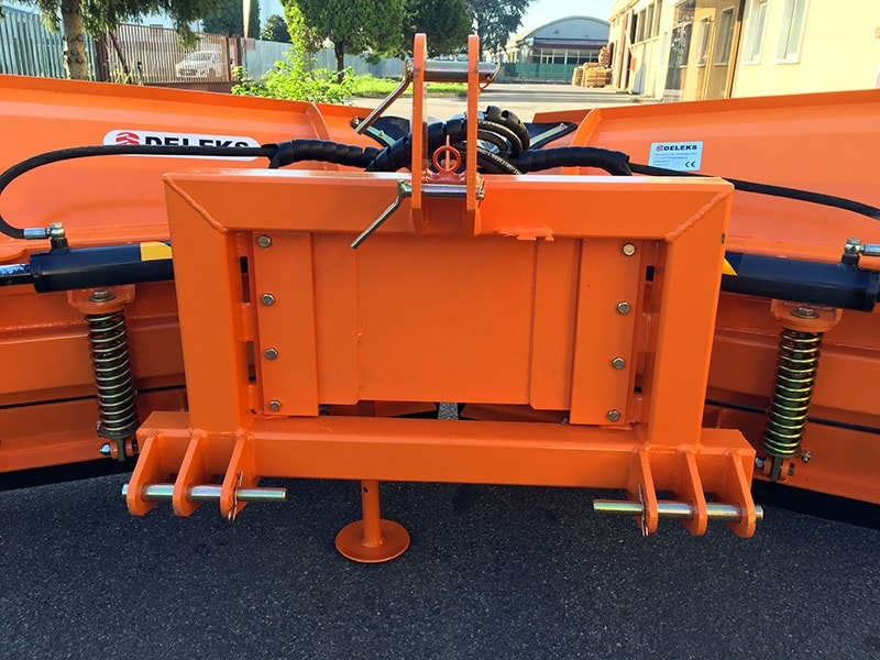 snowplow-with-3-point-linkage-for-tractor-lnv-300-c