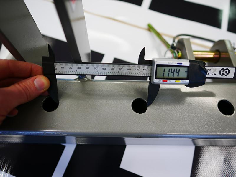 5-holes-bar