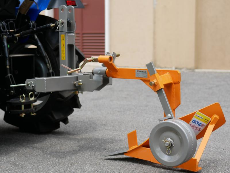 single-plough-for-tractors-like-kubota-or-iseki-dp-16
