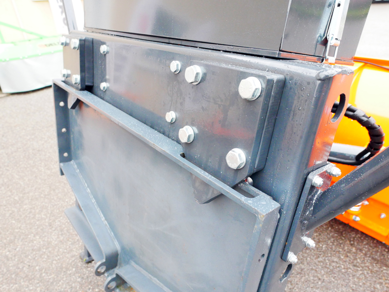 frontal-snow-plogh-with-mounting-plate-for-tractor-ssh-04-3-0-a