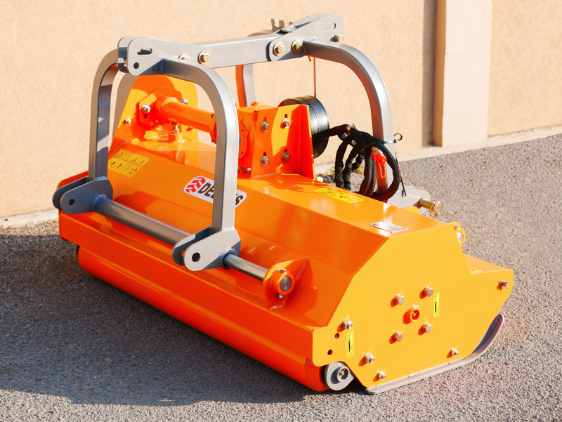 adjustable-and-compact-side-shift-flail-mower-for-40-90hp-tractors-shredder-mulcher-rino-140