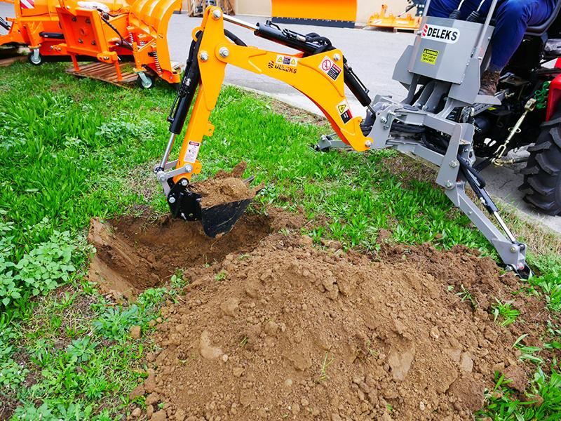 mini-backhoe-for-universal-compact-tractors-dk-950