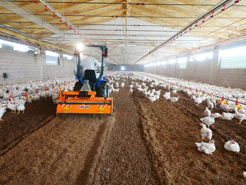 shatter-milling-machine-mixture-facing-bedding-for-poultry-farms-pavo-140