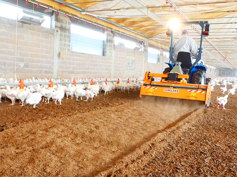 shatter-milling-machine-mixture-facing-bedding-for-poultry-farms-pavo-160