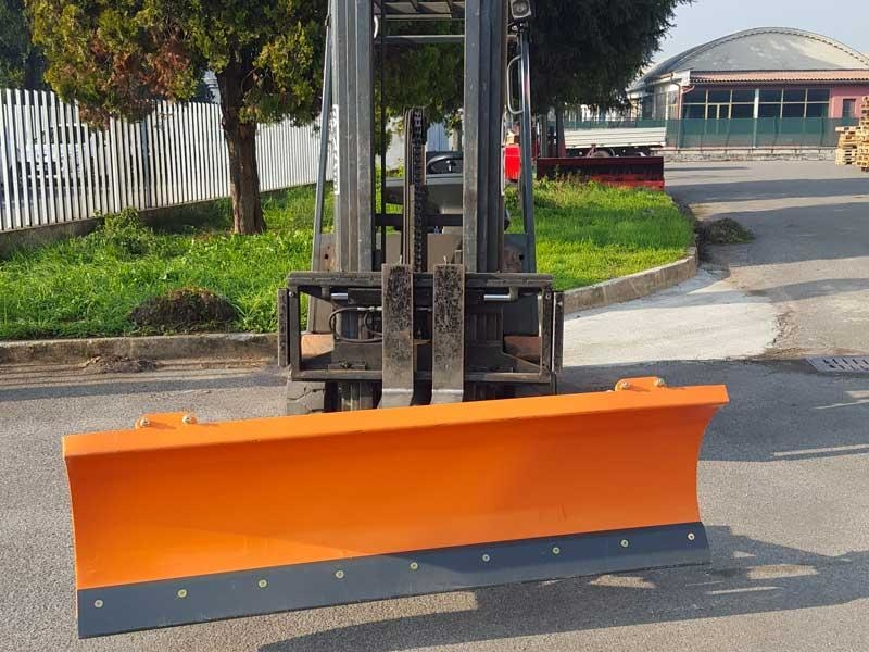 light-snow-plow-for-forklifts-lns-130-f
