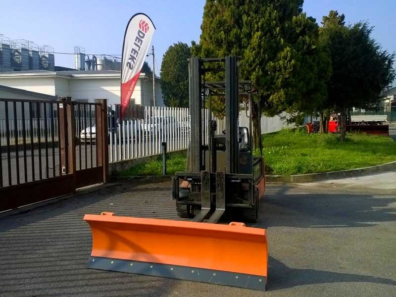 light-snow-plow-for-forklifts-lns-150-f